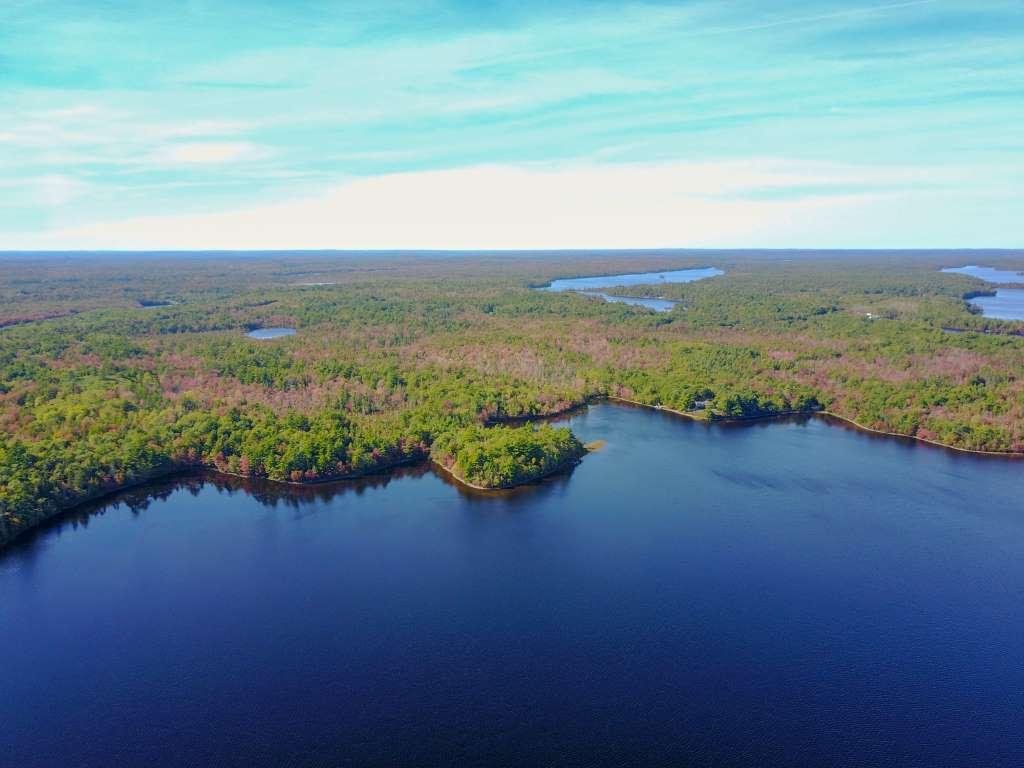 Biggars Lake hat ca. 2500m Länge mit Zu/Ablauf und sehr gegliedertem Ufer